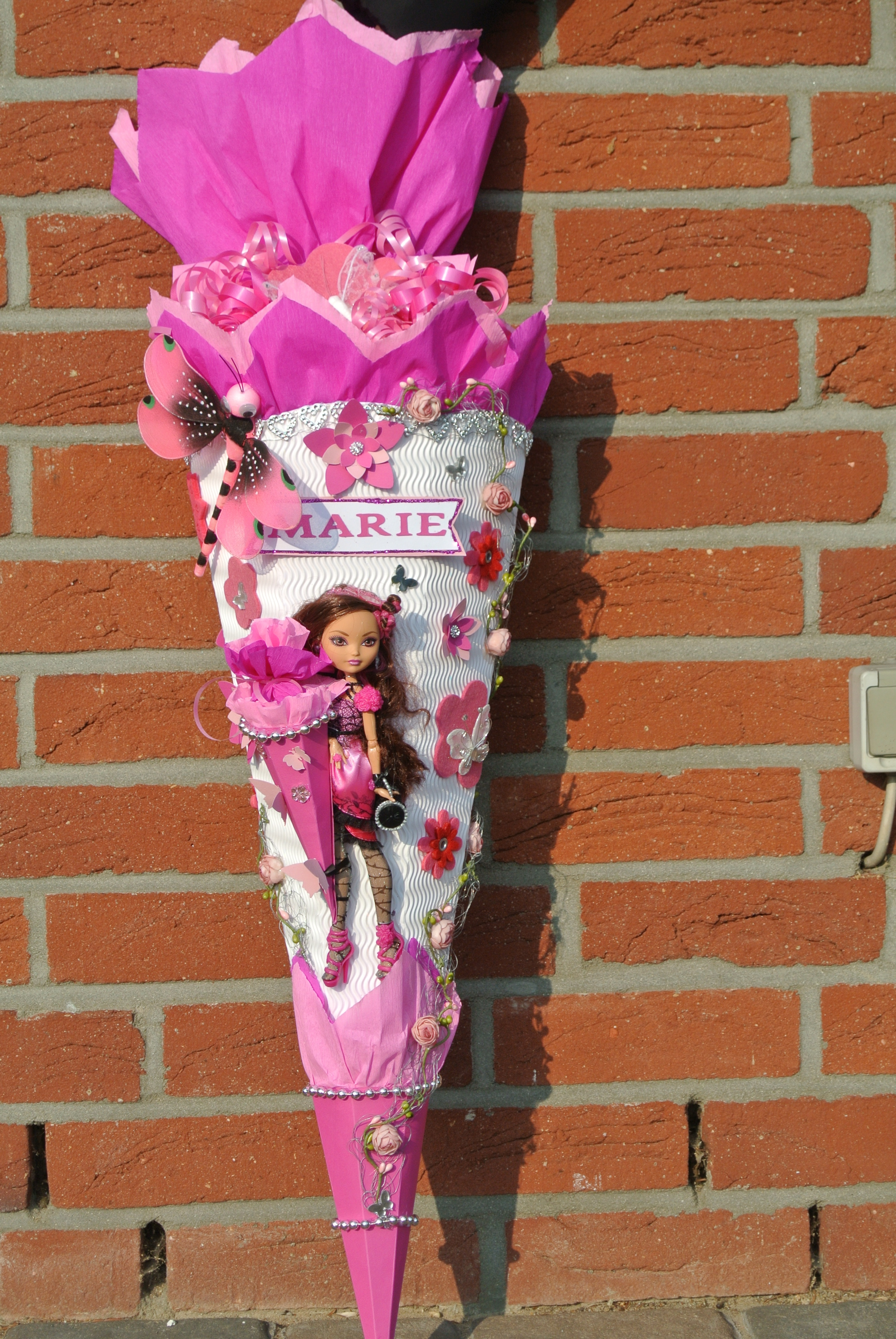 """If Ever You Need A Reason To Get Out Of A Broken Down Car: Märchenhafte Schultüte Mit """"Ever After High"""" Puppe"""
